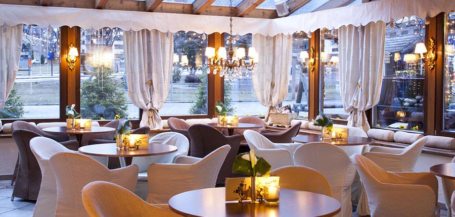 italy_dolomites_corvara_hotel-table_lounge.jpg